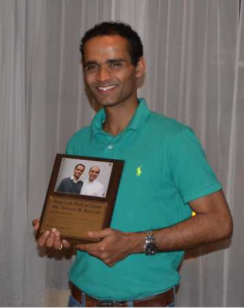 Shyam receiving award_croppped